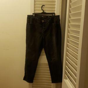 Black ankle length jeans. Plus size jeans 16W